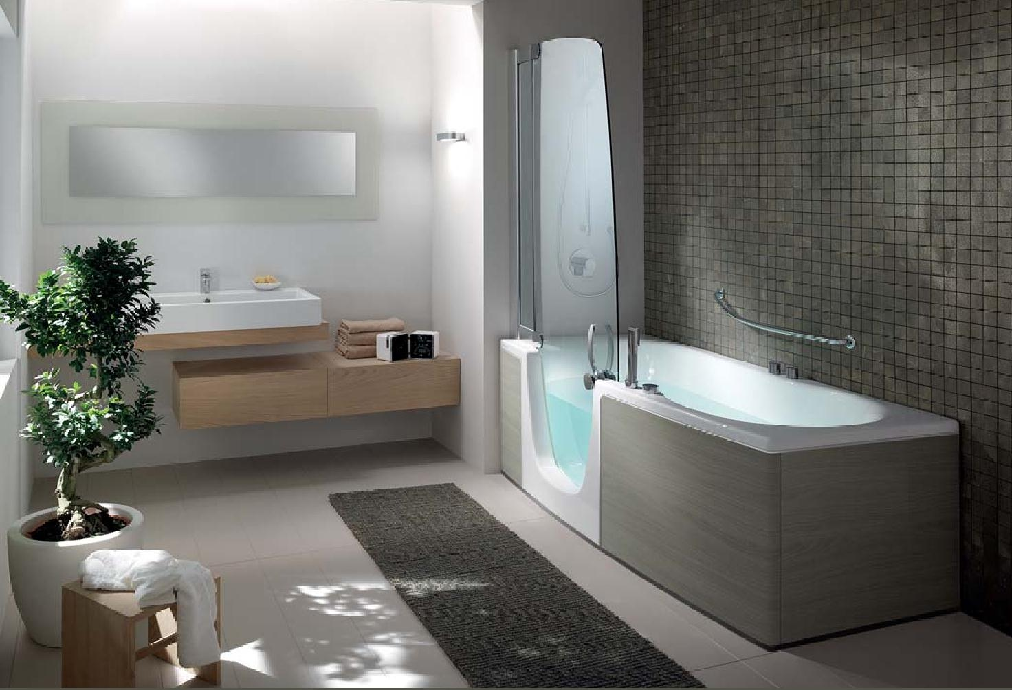petite salle de bain avec baignoire dangle. Black Bedroom Furniture Sets. Home Design Ideas
