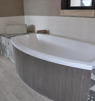 Vaste choix de baignoires chez nivault caen - Habillage baignoire a carreler ...