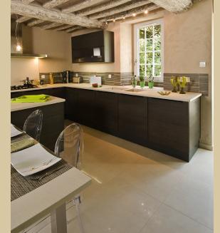 Vier noir encastr dans plan de travail en bois pictures - Poubelle cuisine encastrable dans plan de travail ...