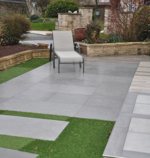 Am nagements exterieurs terrasse dallage nivault for Pose de carrelage exterieur sur chape beton