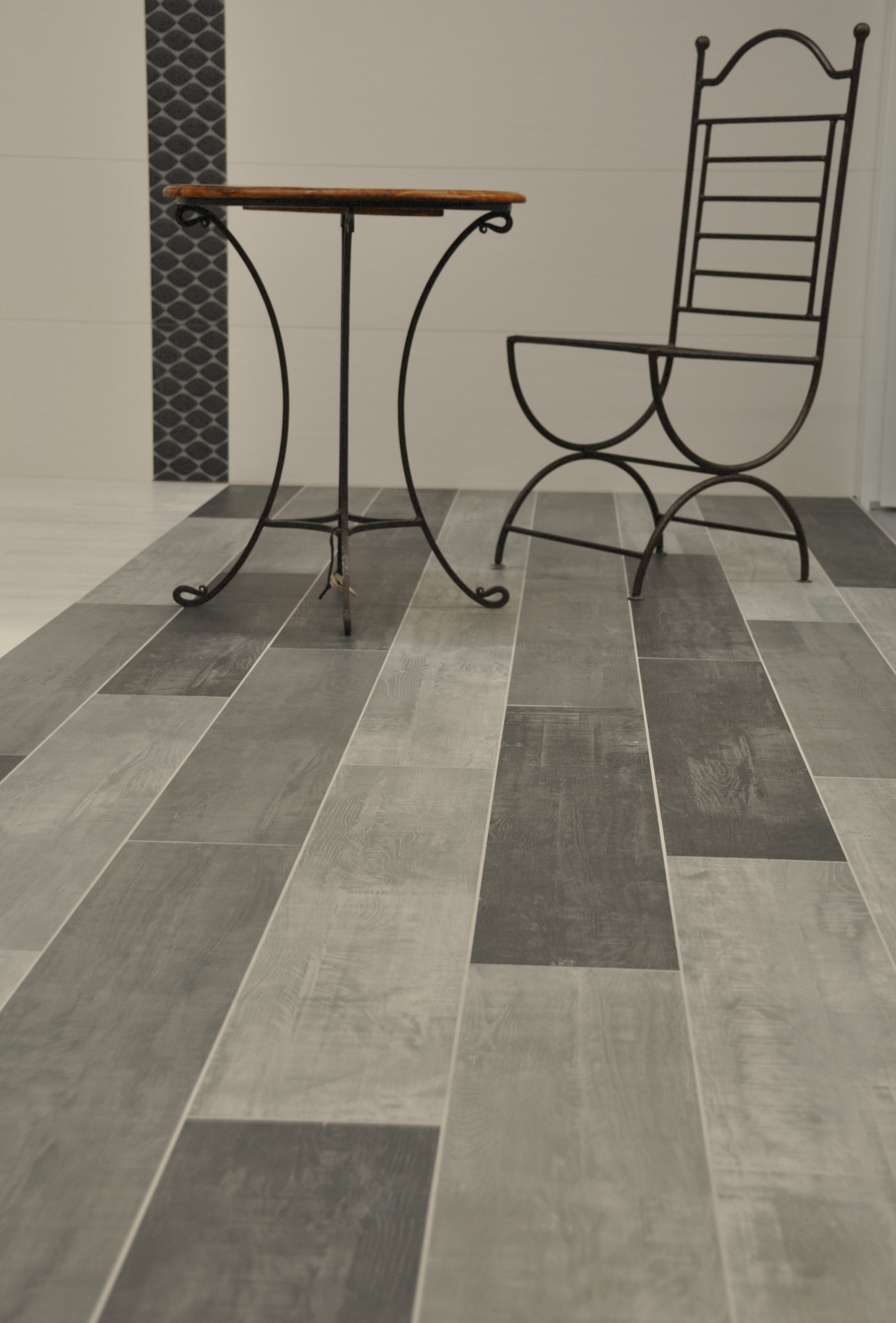 Carrelage aspect parquet nivault for Couleur salle de bain carrelage gris