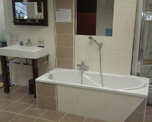 Vaste choix de baignoires chez nivault caen for Nivault carrelage